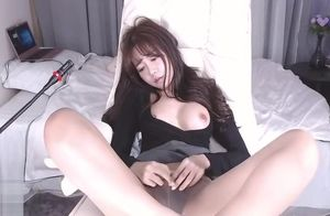 Korean 18yo stunner in suntan