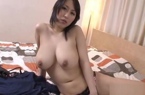 Big  Japanese vibrates her pussy with..