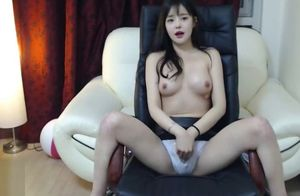 Korean uber-cute 18yo flashes her..
